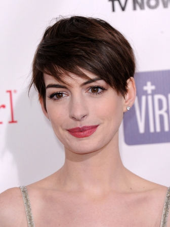 """LOS ANGELES - JAN 10:  Anne Hathaway arrives to the """"Critic's Choice Awards 2013  on January 10, 201"""