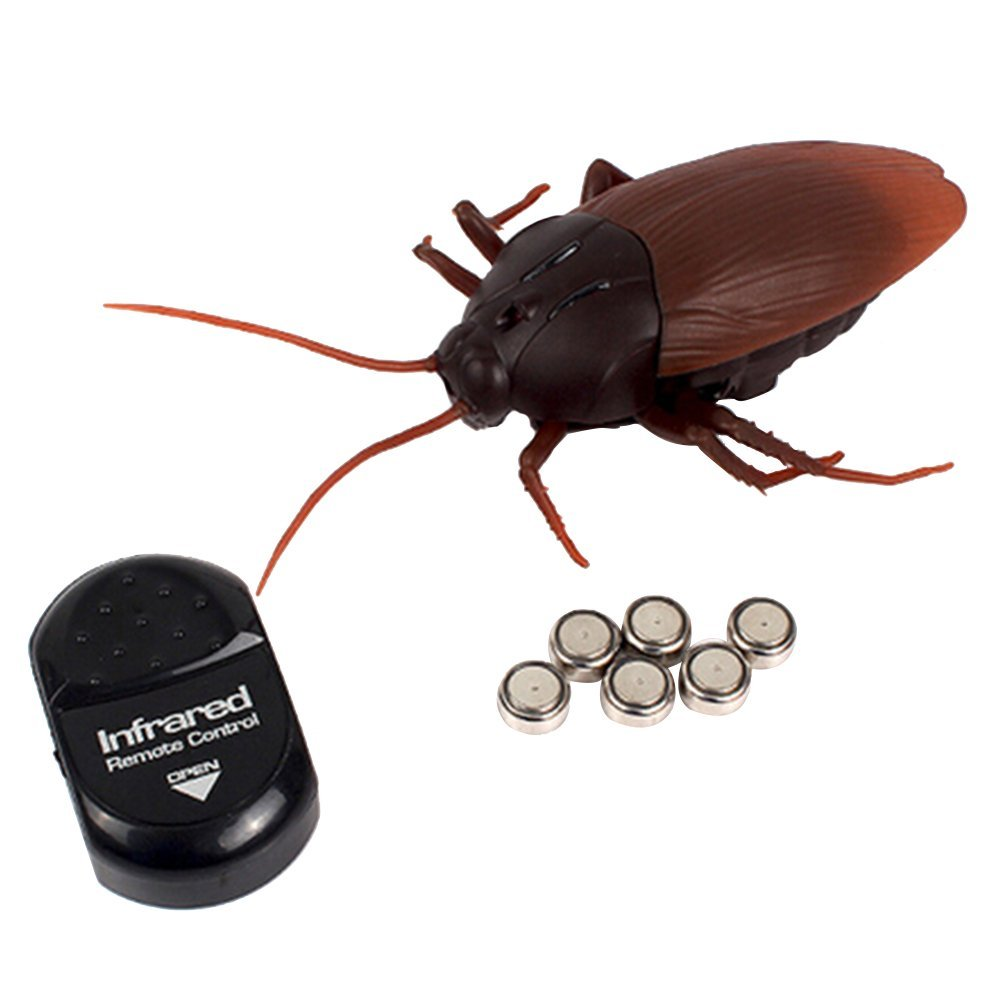 Giveme5 Infrared Remote Control Fake Cockroach