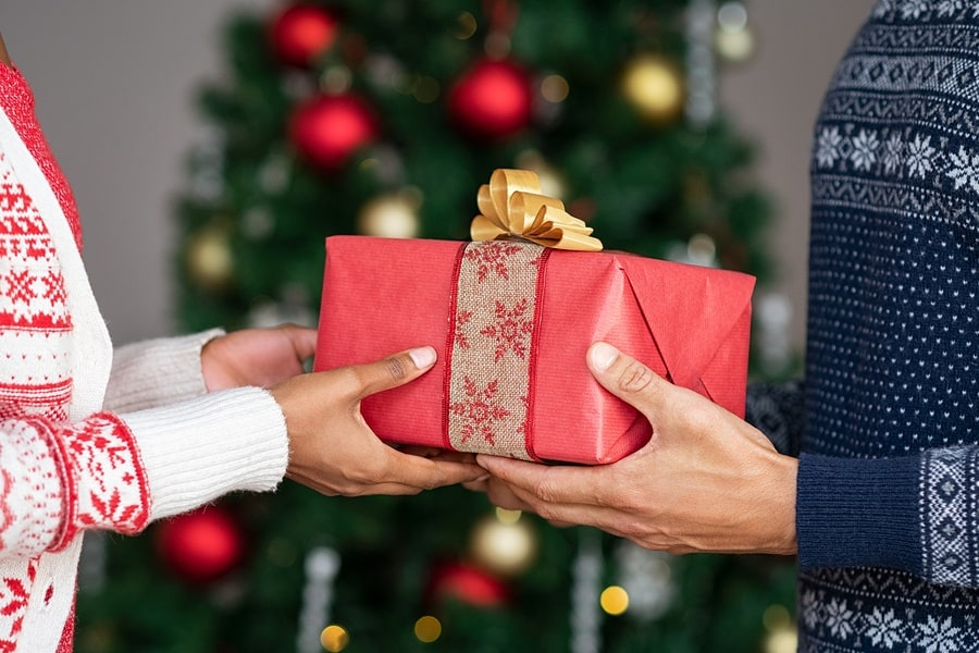 Christmas Gift Giving Tips to Save Money and Your Sanity