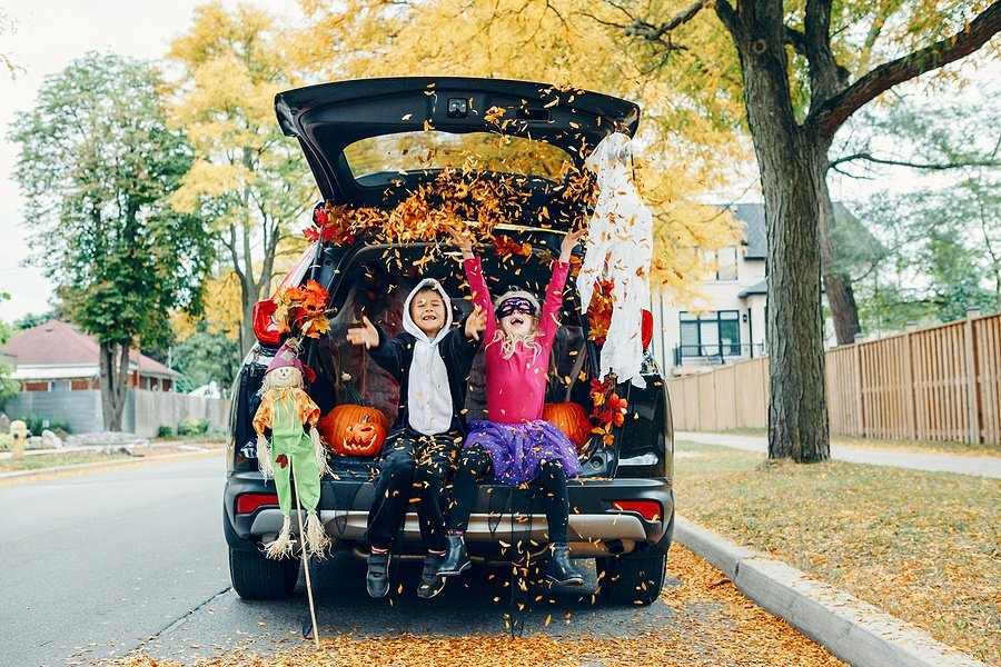 How to Organize a Drive By Halloween Party