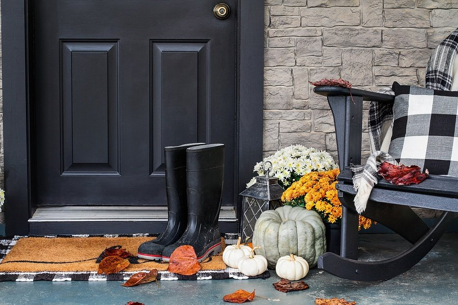 Top 10 Plaid Home and Decor Pieces for Fall
